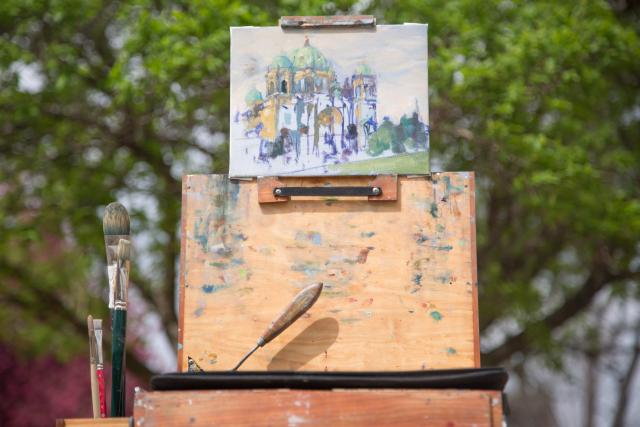 A sample of Peter Pohle's plein air paintings. This is an oil from Berlin, 'a neo-classic renaissance imitation building with lots of ornamental designs.'