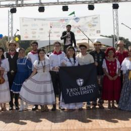 Hispanic students celebrate culture