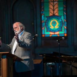 Chapel speaker tells stories, encourages seeking