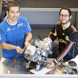 Engineer seniors to build lunabot, 3-D printer