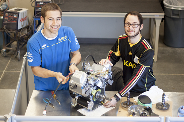 Engineer seniors to build lunabot, 3-D printer