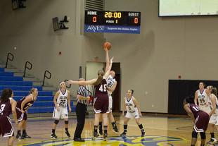 Women's basketball sweeps SGU