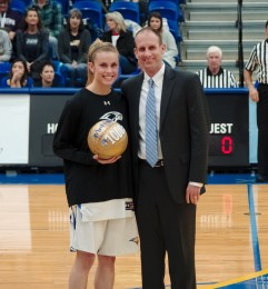 Barker scores 1,000th point at home