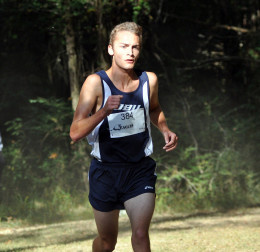 Uzelac races to Nationals